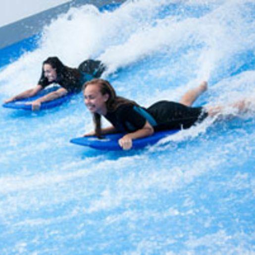 Indoor-Surfen in Prag fuer 2