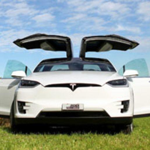 Tesla Model X Tagesmiete Raum Basel