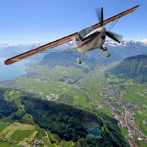 Privat-Rundflug ueber die Berner Alpen fuer 2