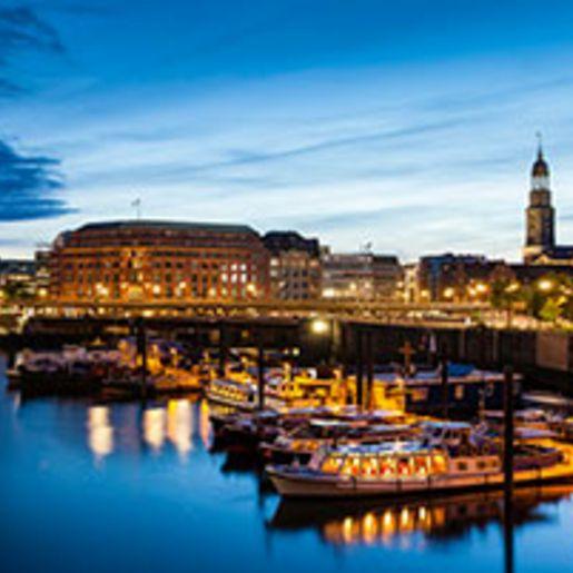 Candle Light Dinner & Hafenlichterfahrt Hamburg fuer 2