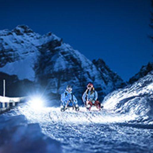 Kurzurlaub mit Rodeln & Skifahren bei Nacht in Tirol fuer 2