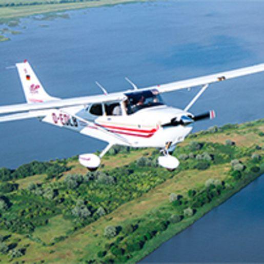 Fruehstueck & Cessna-Rundflug Hamburg fuer 2