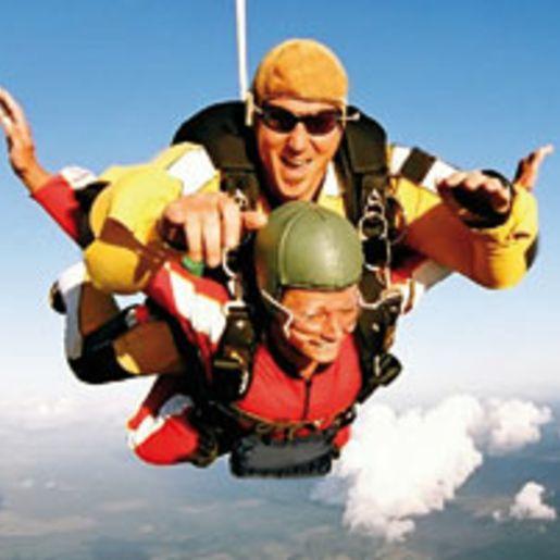 Fallschirm-Tandemsprung fuer 5 Freunde