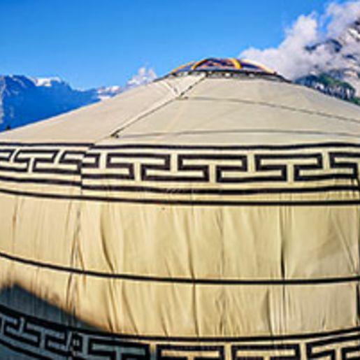 Jurten-Uebernachtung in den Glarner Alpen fuer 2