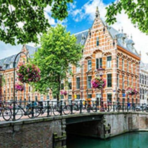 Staedtetrip Amsterdam mit Grachten-Bootstour fuer 2 (2 Tage)