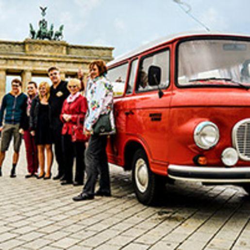 Berlin-Rundfahrt fuer 2 im DDR-Oldtimer