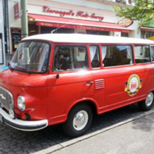 Ostalgie-Stadtrundfahrt & Kult-Currywurst in Berlin