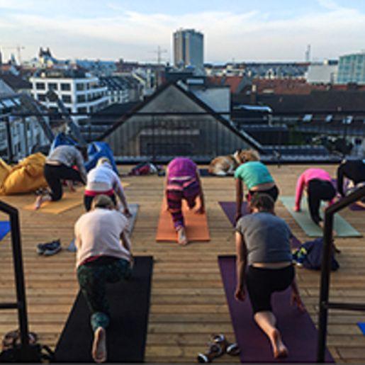 Yoga an spektakulaeren Orten in Muenchen