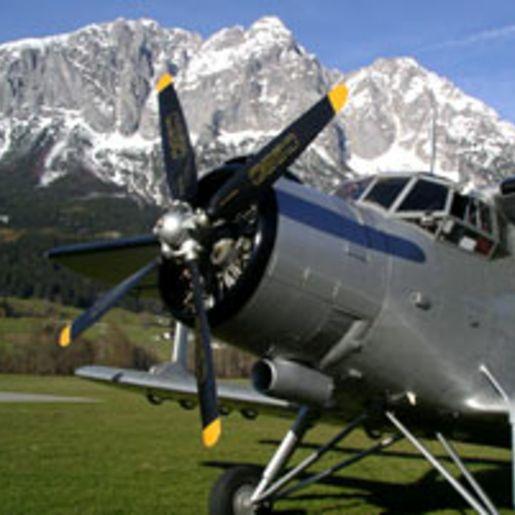 Nostalgie-Rundflug ueber die Alpen: Wien-Venedig