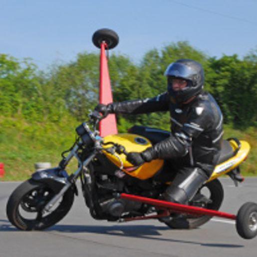 Schraeglagentraining mit Auslegermotorrad