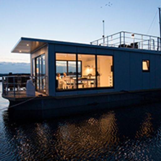 Uebernachtung im kleinen Hausboot fuer 2