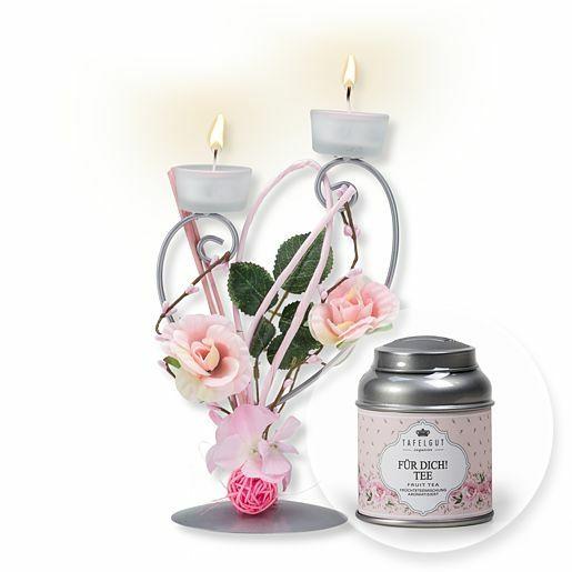 Teelichthalter mit rosafarbener Blumen-Deko und Tafelgut Für Dich Tee