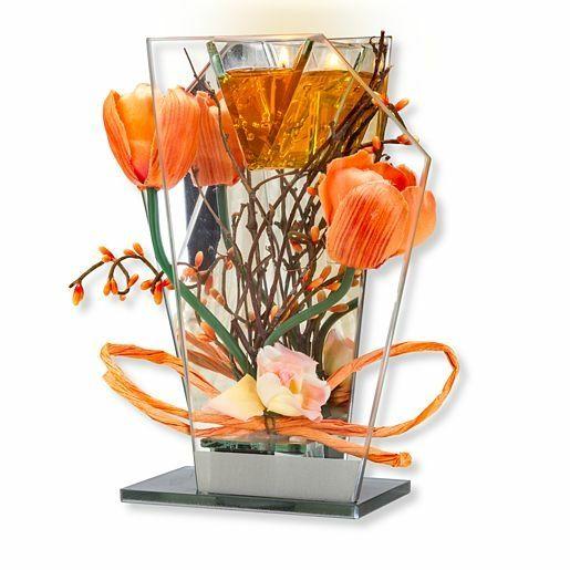 Glas-Spiegel-Windlicht mit orangefarbener Blumen-Deko und LED