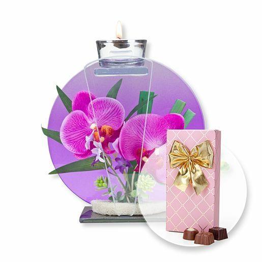 Rundes Glas-Windlicht mit Orchideen-Deko und Belgische Pralinen-Auslese