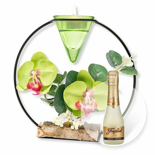 Teelichthalter mit grüner Orchideen-Deko und Freixenet Semi Seco