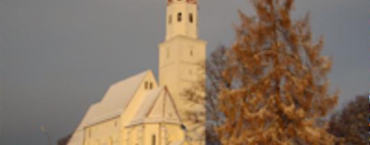 Weihnachtlichte Kirche